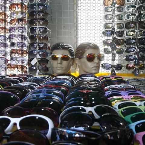 Óculos de sol falsificado pode causar catarata precoce